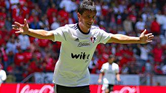 Matías Alustiza celebra un gol con Atlas