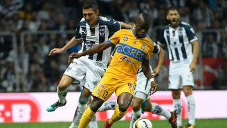 Valencia y Cardozo disputan un balón durante la Final del A2017