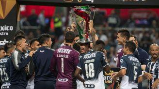 Jugadores de Rayados celebrando el título