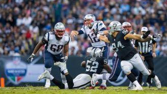 La defensiva de Raiders trata de evitar el avance de Brady