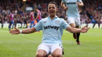 Javier Hernández festeja un gol con West Ham United