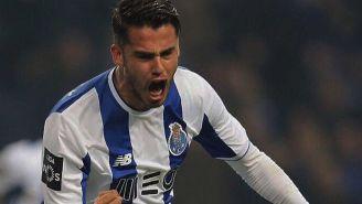 Diego Reyes celebra su gol con el Porto