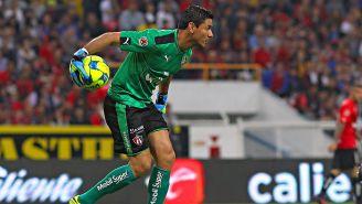 Óscar Ustari durante un partido con el Atlas