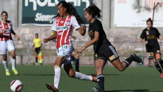 Ana Huerta y Evelyn González durante un encuentro del A2017