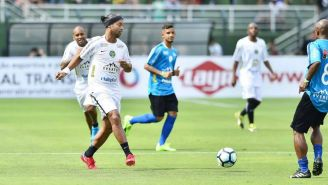 Ronaldinho disputa un juego benéfico