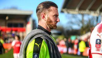 Chris Neal  se encuentra concentrado previo al partido contra Leicester