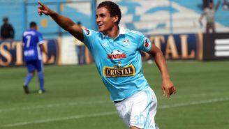 Alexander Succar celebra un gol con el Sporting Cristal