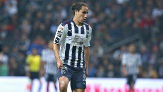 Efraín Juárez disputa un juego con Monterrey