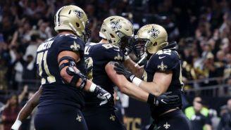 Zach Line celebra su touchdown con Josh Hill y Ryan Ramczyk