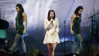 Lana Del Rey canta para el público