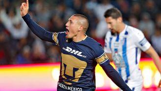 Nico Castillo festeja uno de sus goles contra Pachuca