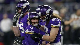 Jugadores de Minnesota festejan un Touchdown