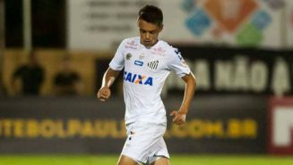 Matheus Ribeiro, en un juego de Santos de Brasil