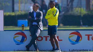 Santiago Baños y Andrés Ibargüen observan un entrenamiento