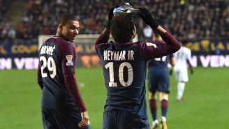 Neymar celebra gol con el PSG