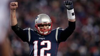 Tom Brady celebra una jugada contra Titans