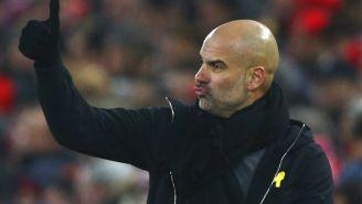 Guardiola felicita a sus jugadores desde el banquillo
