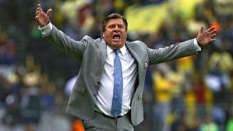 Miguel Herrera lanza un grito en un juego del América