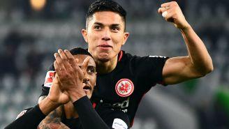 Salcedo celebra la victoria con su compañero de equipo