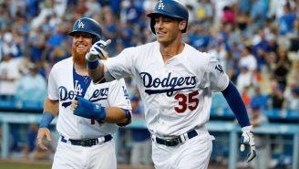 Cody Bellinger celebra un home run junto a  Justin Turner