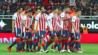 Jugadores de Chivas se lamentan tras la derrota