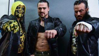 Garza Jr. (centro) posa con compañeros de la Rebelón Amarilla