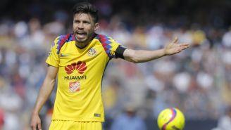 Oribe Peralta se lamenta tras fallar en partido frente a Pumas