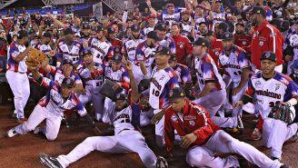 Jugadores de República Dominicana tras vencer a Cuba