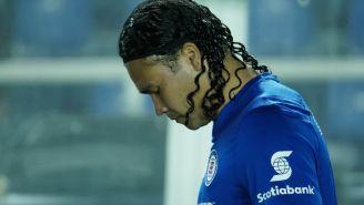 Gullit se lamenta en un partido con Cruz Azul