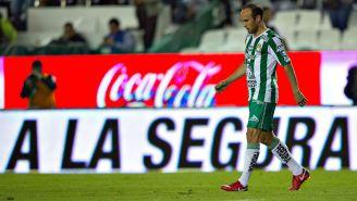 Donovan baja la cabeza tras fallar tiro a portería frente a Puebla