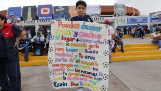 Kevin Rivas solicita la ayuda de los aficionados que asisten a la Corregidora