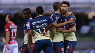Jugadores de América celebran un gol contra Morelia