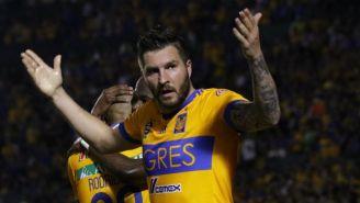 Gignac festeja su primer gol contra Atlas en el C2018