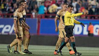 Jugadores de Pumas se quejan con Fernando Guerrero