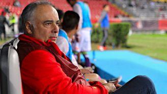 Memo Vázquez observa un partido de Veracruz