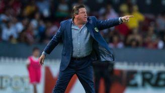 Herrera lanza una indicación en el juego entre Veracruz y América