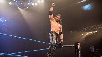 Johnny Impact celebra victoria frente a EC3 en Impact Wrestling