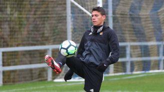 Héctor Moreno domina el balón en un entrenamiento de la Real