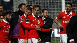 Jugadores del Benfica festejan una anotación