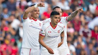 Fernando Uribe celebra un gol con sus compañeros
