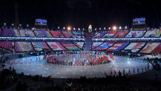 Gran espectáculo de banderas en la ceremonia de clausura