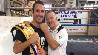 Scott Westgarth luce su cinturón tras un entrenamiento
