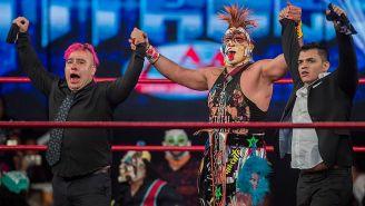 Psycho Clown (centro), Máximo (izq) y La Máscara (der) en Guerra de Titanes