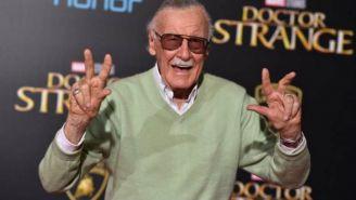 Stan Lee posa durante la premier de Doctor Strange