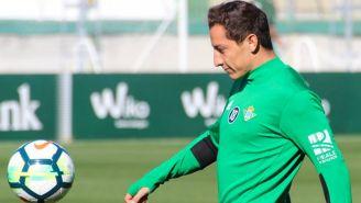 Andrés Guardado, durante un entrenamiento con el Betis