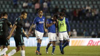 Aldrete es consolado por sus compañeros tras el partido