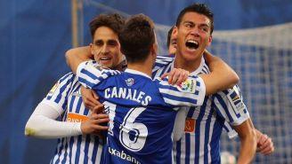 Moreno celebra su anotación con sus compañeros