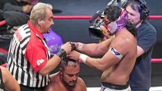 Hijo del Fantasma le quita cabellera a Texano Jr. en Rey de Reyes