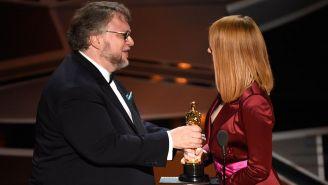 Del Toro al recibir el Oscar de la Academia