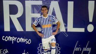 Héctor Moreno posa con la indumentaria de la Real Sociedad